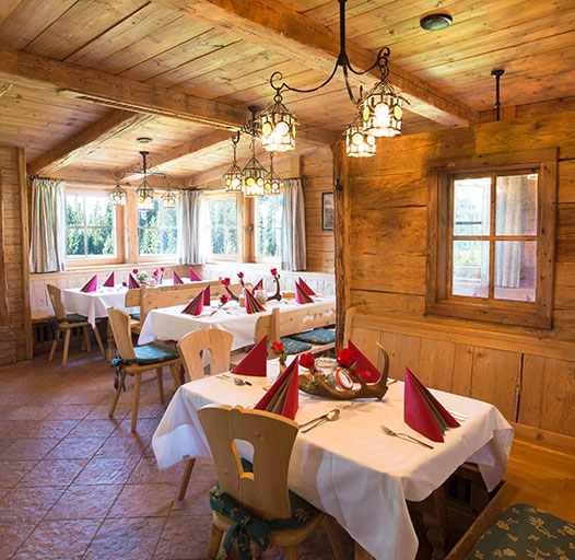 Bergrestaurant mit regionalen Spezialitäten – gemütliche Altholzstube