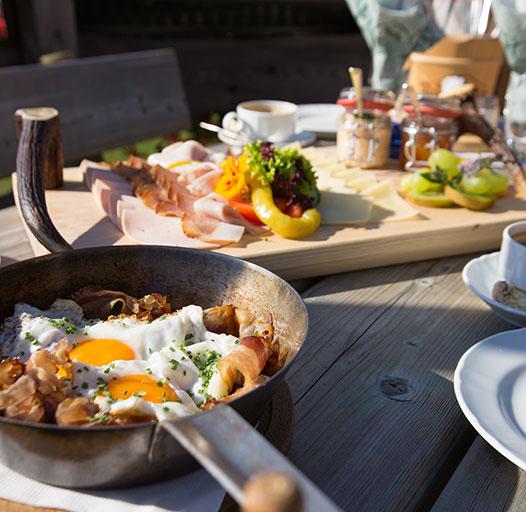 """Bergfrühstück – genießen Sie ein """"edles Tiroler Bergfrühstück"""""""