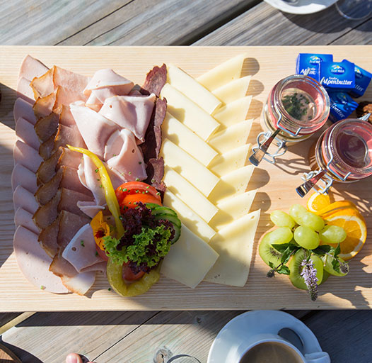 Bergfrühstück – das Brantlalm-Frühstück servieren wir von 8.30 bis 11.00 Uhr