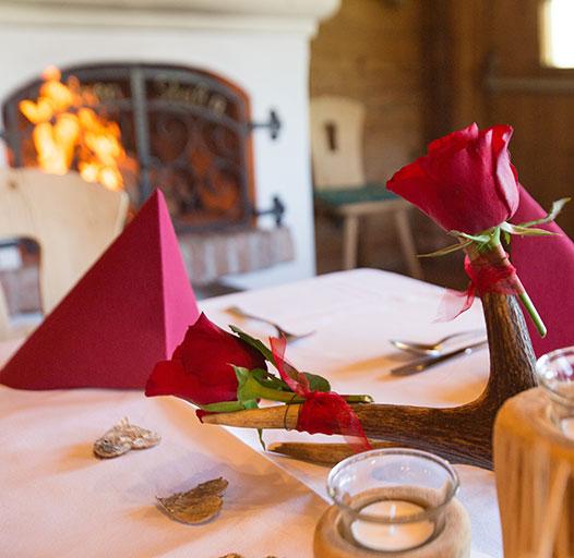 Hochzeiten und Feiern am Berg – Tischdekoration